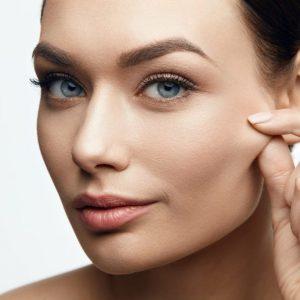 Os benefícios do ácido hialurônico e do retinol para cicatrizes e rugas